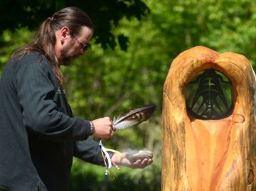 Newmarket unveils totem trail markers